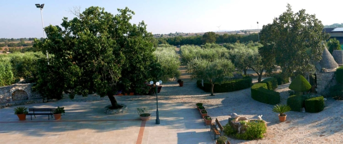 Panoramica con vista trullo Agriturismo Regno di Marzagaglia Gioia del Colle