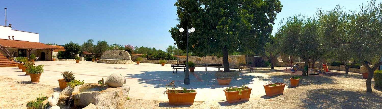 Panoramica generale piazzale Agriturismo Regno di Marzagaglia Gioia del Colle