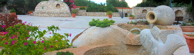 Piazzale e fontanina Agriturismo Regno di Marzagaglia Gioia del Colle