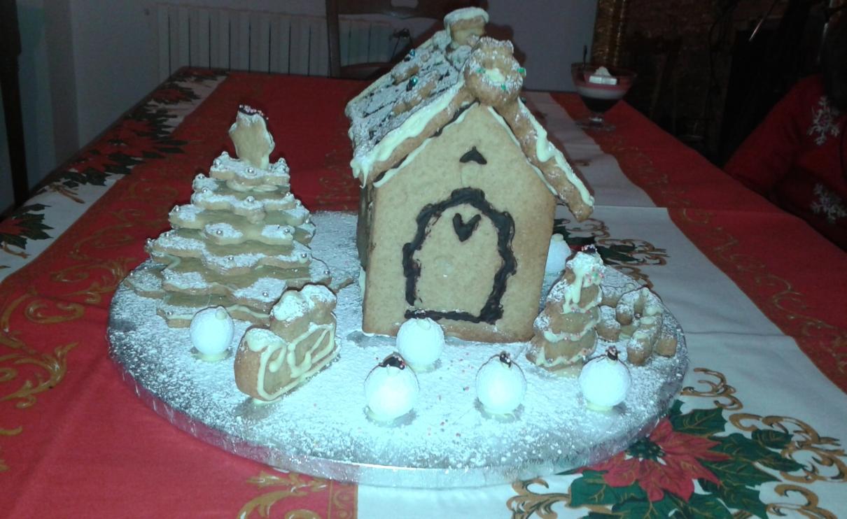 Casa bianca di biscotti. Tipico dolce di Natale all'Agriturismo Regno di Marzagaglia a Gioia del Colle, Bari